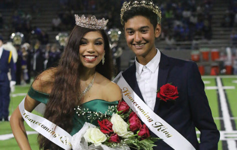 After weeks of campaigning Homecoming Queen, King receive crowns